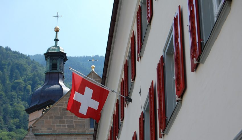 Swiss crypto firms demand banking services
